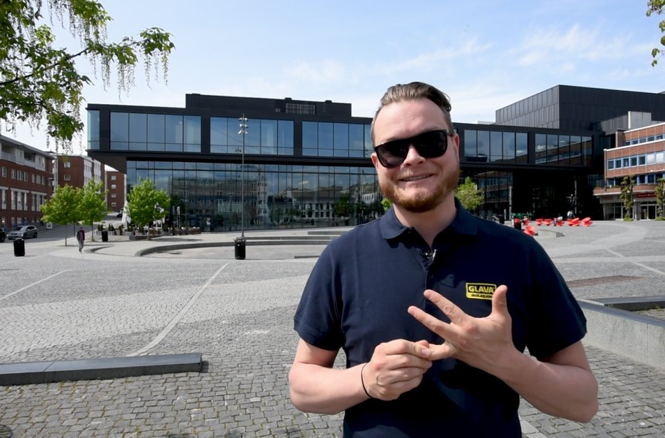 Glavas lyddoktor Halvor Berg smiler til kamera