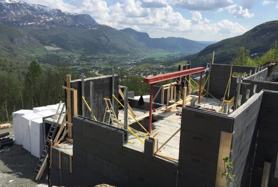 Bygging av hytte med isolert mur i Hemsedal
