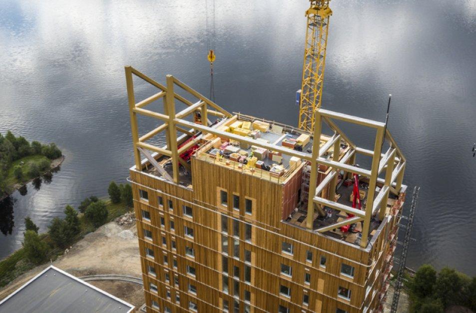 Mjøstårnet med 245 kvadratmeter GLAVA® Robust skrålameller.