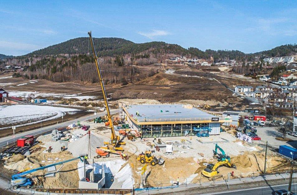 Oversiktsbilde av bygging av KIWIs miljøbutikk i Hokksund.